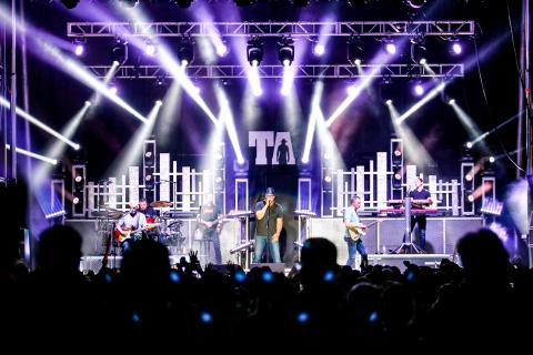 Trace Adkins Boots in the Park prosystems av concert series Trace Adkins
