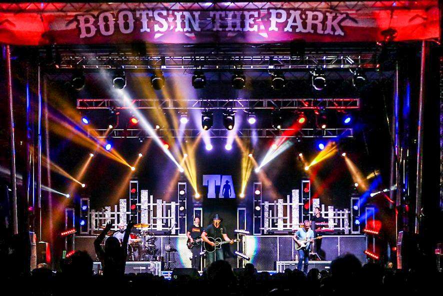 Trace Adkins boots in the Park prosystems av audio visual concert