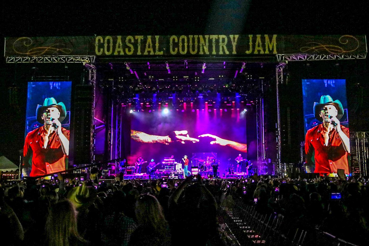 Tim McGraw coastal county ja  Huntington beach  San Diego