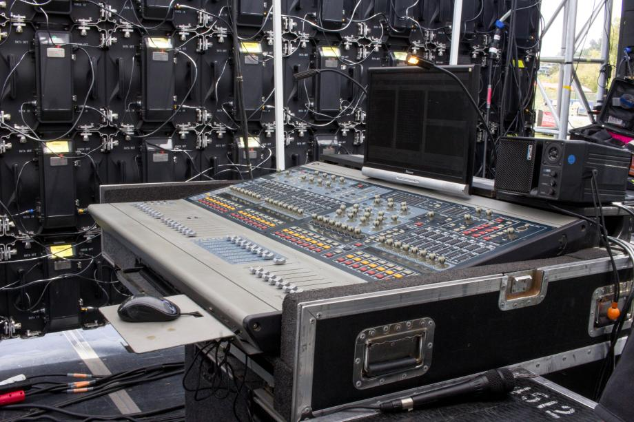 Profile mixing console